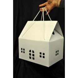Scatola cartone trapuntato forma casa con due manici. CM 33x25 H 35