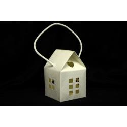 Scatola cartoncino trapuntato forma casa con manico. CM 10x10 H 15