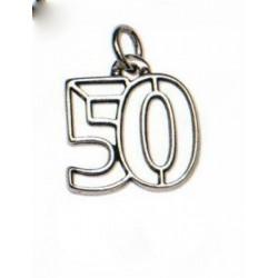 Ciondolo 50° in ottone con bagno argento. CM 3