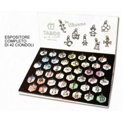 Espositore completo di 42 ciondoli assortiti (TUTTI I MODELLI MZ8000) in ottone con bagno in argento. MADE IN ITALY