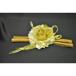Cannella CM 20 con applicazione fiore e nastri natalizi.
