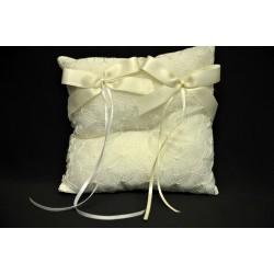 Cuscino portafedi ricamato con doppio fiocco CM 14x14