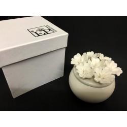 Scatolina ceramica con fiori. Diam. 6 H 6 con scatola