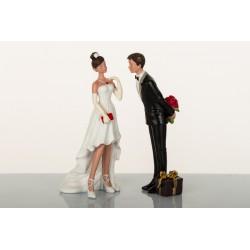 Sposi resina con pacco regalo cm.19