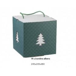 Scatola cartoncino verde eucalipto con traforo albero, inserto bianco e cordino. CM 24.5x24.5 H 18