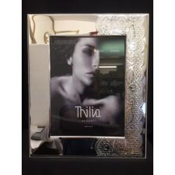 Portafoto argento con trama pizzo e retro legno bianco. CM 18x24