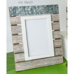 Portafoto verticale legno e metallo con scritta. CM 18x23