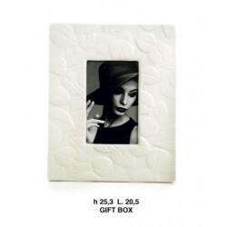Portafoto in porcellana bianco con decoro foglie. EST. CM. 20x25