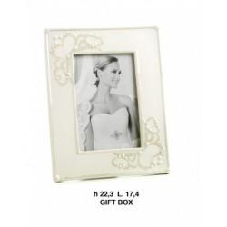 Portafoto in porcellana bianco con decoro cuori e perle . EST. CM. 17.4x22.3