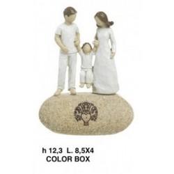 Famiglia in resina su sasso.CM.8.5x4 H.12.3