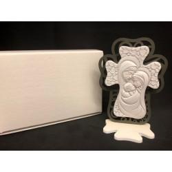 Icona Sacra Famiglia in resina forma croce con retro legno traforato con scatola. H 10