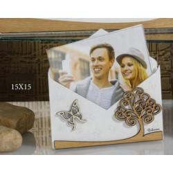 Portafoto forma lettera in legno e plexiglass, scatolina pvc porta confetti interna e con scatola. CM 15x15 MADE IN ITALY