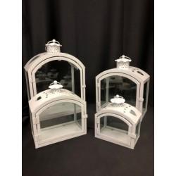 Set 4 lanterne metallo e vetro. Base CM 23x14-20x12-17x10-13x8 Altezza CM 32-25-20-15
