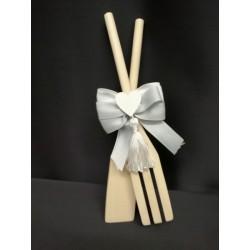 Set 2 utensili cucina in legno con applicazione cuore e fiocchi. CM 20