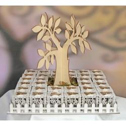 Vassoio legno completo di 32 scatole traforate con albero. Arriva completo di albero centrale e muschio artificiale. Tot CM 38x3