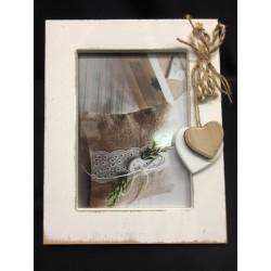 Portafoto legno bianco da appendere con applicazione fiocchi juta e cuori. CM int (12x17) est (19x24) - MADE IN ITALY