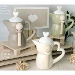 Zuccheriera forma moka ceramica con manico e tappo cuore e cucchiaino legno con scatola. Ass 3. CM 16