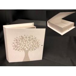 Scatola cartoncino forma libro con decoro albero. CM 17x16 H 4. Parte contenitiva CM 14.5x14.5