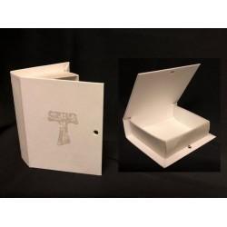 Scatola cartoncino forma libro con decoro tau. CM 9.5x7.5 H 2.5. Parte contenitiva CM 7.5x7