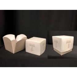 Scatola cartoncino fondo e coperchio con apertura fiore e decoro tau. CM 6.5X6.5 H 7