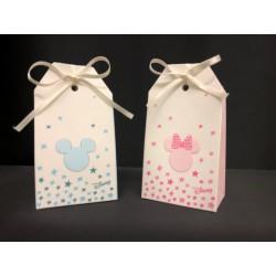Scatola cartoncino forma bustina con decoro Disney e stelline, rosa o azzurro. CM 5.5x3.5 H 10