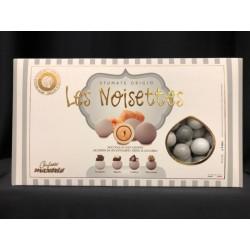 Nocciola ricoperta di cioccolato aromatizzato a 4 gusti, colori sfumati. KG 1