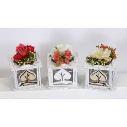 Scatola legno con applicazione fiori. Ass 3. CM 5.5x5.5 H 7 tot