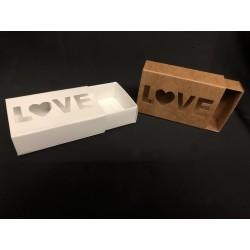 Scatola cartoncino con scritta LOVE traforata. CM 6X9 H 3