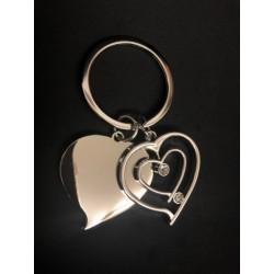 Portachiave doppio cuore in metallo con strass. CM 8