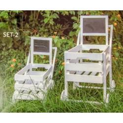 Set 2 carretti legno con lavagnetta. Grande H 83 Parte contenitiva: CM 50x32 H 25 - Piccolo H 48 Parte contenitiva: CM 42x24 H 2