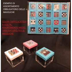 Scatola plexi con tappo colorato a scelta e decorazione glass assortita. CM 5x5