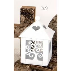 Lanterna metallo bianca con traforo albero e cuore. H 9