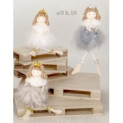 Bambola con vestito piume. Ass 3. H 10