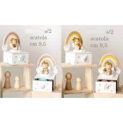 Scatola legno con arcobaleno e angelo in resina, rosa o azzurro. Ass 2 per colore. H 9,5