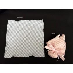 Quadrato tessuto scacco rosa o azzurro. CM 23x23