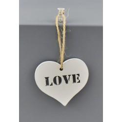 Set 6 appendini forma cuore in legno con scritta LOVE. CM 5