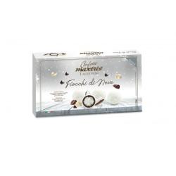 Cubetto di cocco ricoperto di cioccolato bianco e fondente. GR 500