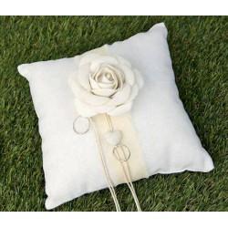Cuscino portafedi tessuto con rose applicate. CM 20x20