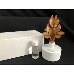 Profumatore base ceramica con albero legno, completo di fragranza e scatola. Diam. 8 H 18 MADE IN ITALY
