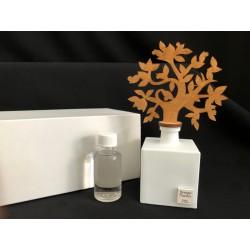 Profumatore base ceramica con albero legno, completo di fragranza e scatola. CM 6x6 H 17 MADE IN ITALY