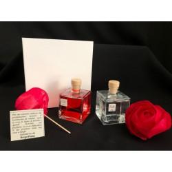 Profumatore base quadrata vetro con liquido profumato, rosa e scatola. CM 6x6 H 14 MADE IN ITALY