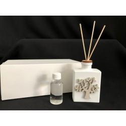 Profumatore base ceramica con albero legno, completo di fragranza e scatola. CM 6x3 H 21 MADE IN ITALY