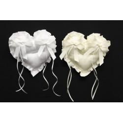 Cuscino portafedi tessuto forma cuore, con nastro gros grain e fiocchi applicati. CM 17x17