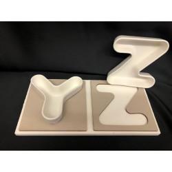 Vassoio legno con coppia ciotole porcellana lettere. CM 24x12