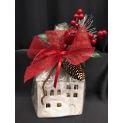 Casetta ceramica completa di 20 cioccolatini incartati e confezione natalizia. CM 12.5x9.5 H 14.5