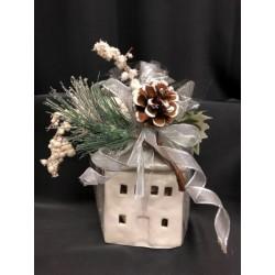 Casetta ceramica completa di 18 gianduiotti incartati e confezione natalizia. CM 9x9 H 14