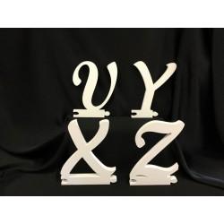 Lettere (solo come iniziale)  di legno in corsivo maiuscolo. H 23x15 circa.