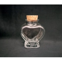 Vasetto vetro forma cuore con tappo sughero.Mis.8x6 circa(tappo compreso)