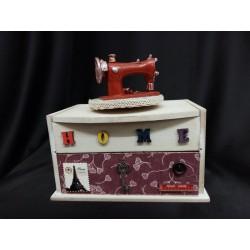 Carillon legno con macchina da cucire e cassetto portaoggetti.Mis.18X12 H18