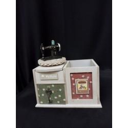 Carillon legno con macchina da cucire,cassetto portaoggetti e portapenne.Mis.11x16 H17